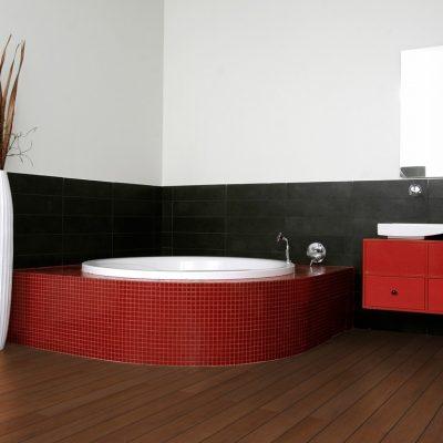 Красный акцент японской ванной