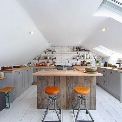 Кухня на мансарде