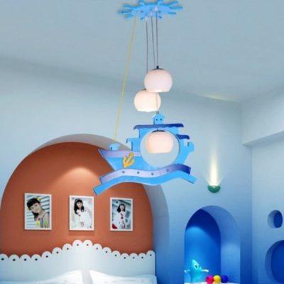 Люстра в морском стиле на потолке