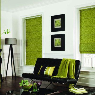 Стилные зеленые римские шторы