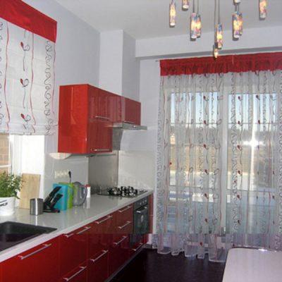 Красно-белые шторы