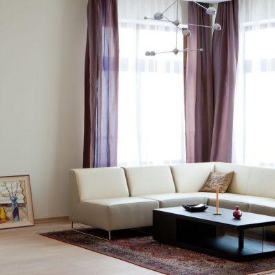 Небольшой коврик в гостиной