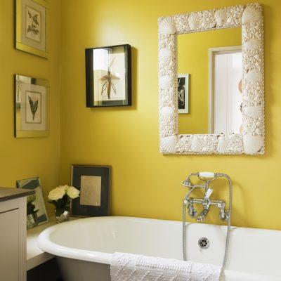 Желтые стены в провансе стиля