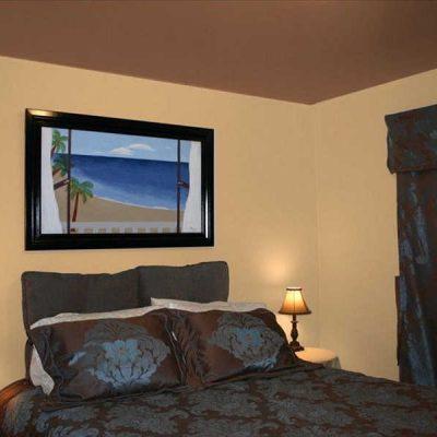 Комната спальни с картиной