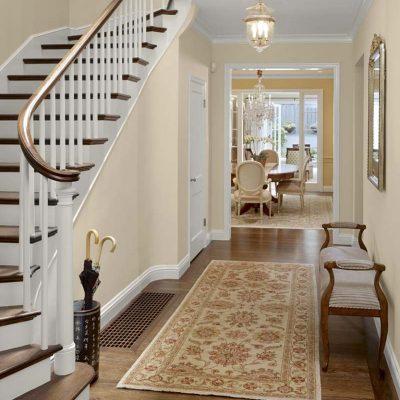 Лестница из коридора