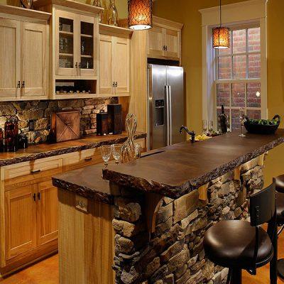 Деревянная кухня в доме