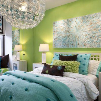 Яркие цвета в современной спальне