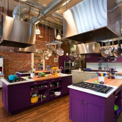 Фиолетовая отделка кухни