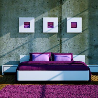 Спальня в фиолетово-белых тонах