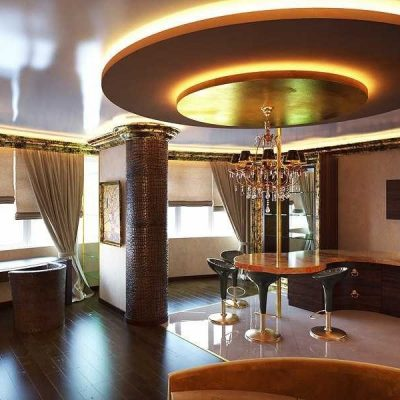 Необычный потолок в гостиной