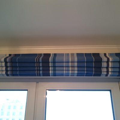 Синие шторы собранные на фото