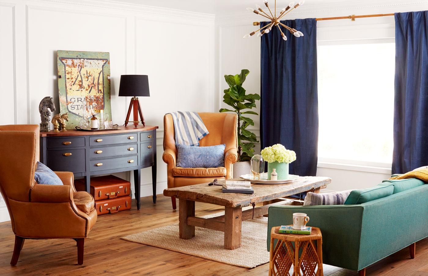 На фоне светлых стен всегда отлично смотрятся яркие аксессуары и мебель