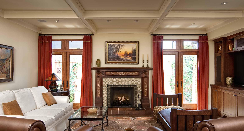 В классической американской гостиной всегда есть камин