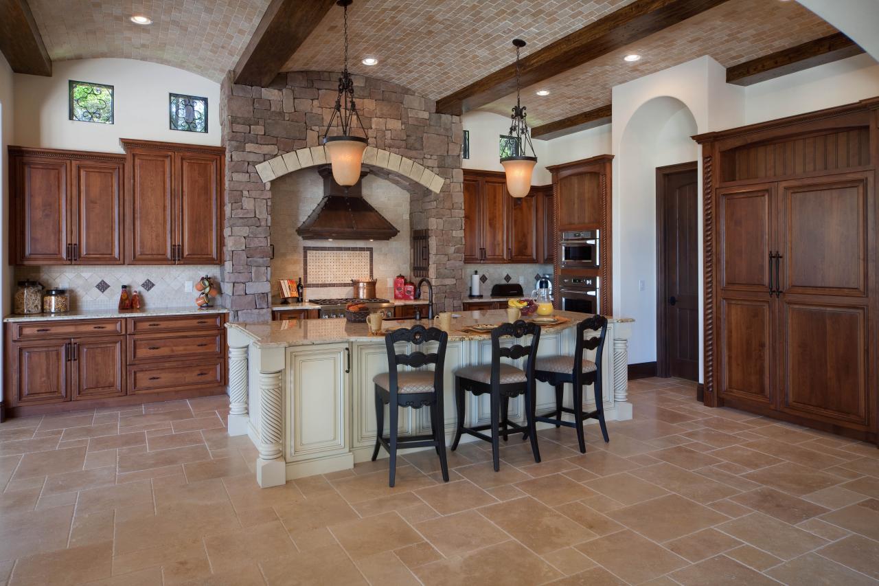 Цветовая палитра кухни в итальянском стиле включает в себя теплые натуральные оттенки