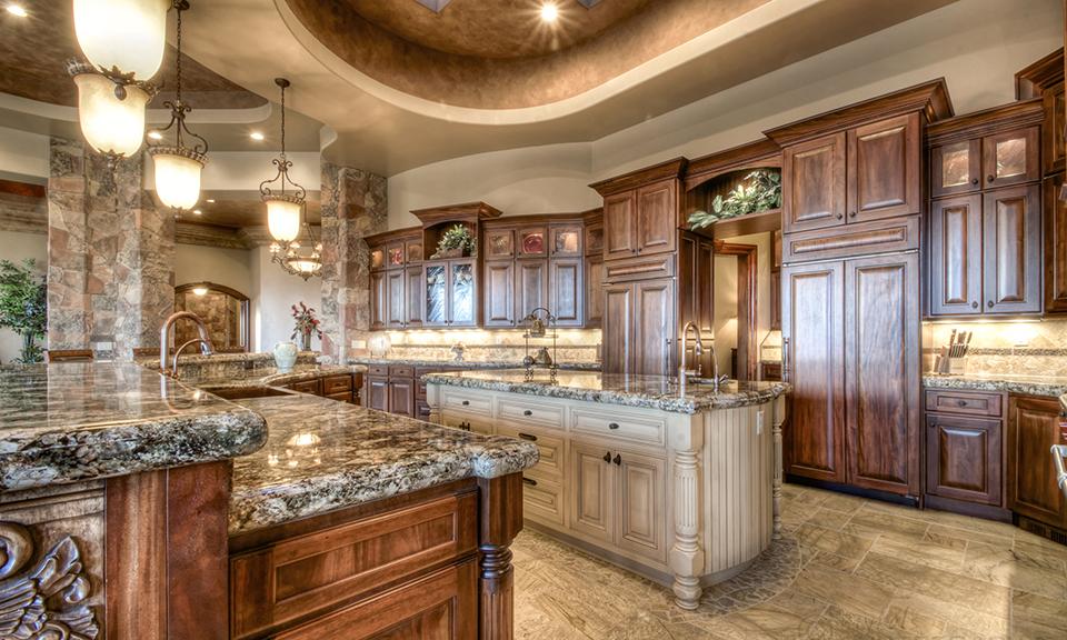 При создании итальянского стиль на кухне очень часто используют натуральные материалы