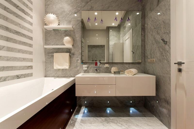 небольшая ванная комната в американском стиле