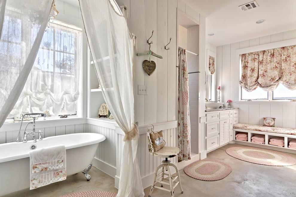 Ванная в стиле прованс с обилием текстиля