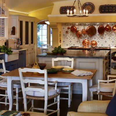 оформление кухни в бежево-синих тонах