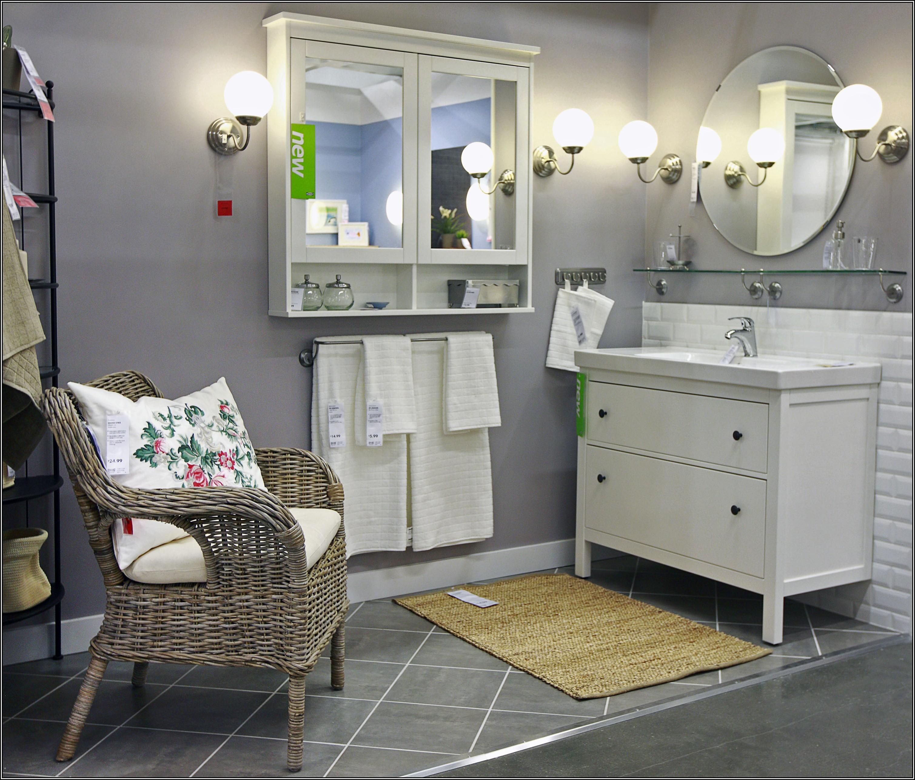 Плетеная мебель в ванной в стиле прованс