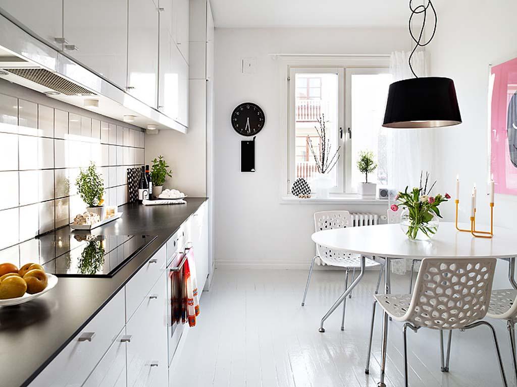 Быбирая люстру на кухню, нужно учитывать ее конструктивные особенности