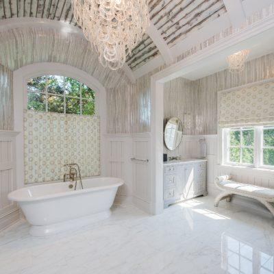 Ванная в стиле прованс на мансарде