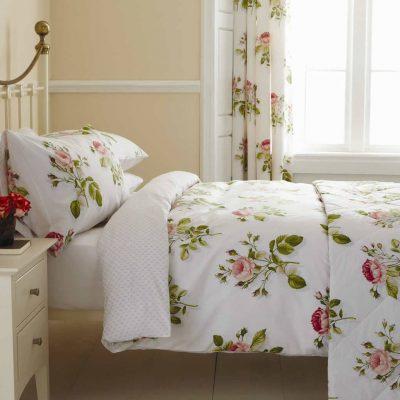 Нежные шторы в спальной комнате в духе прованса