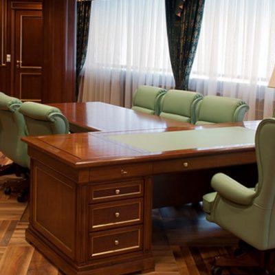 Кресла в кабинете