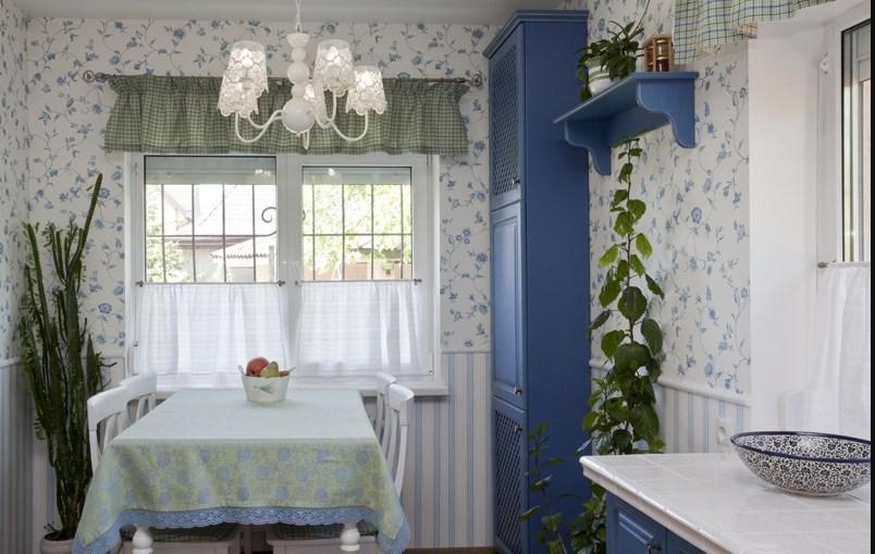 Прованс оформление комнаты кухни обоями в интерьере на фото