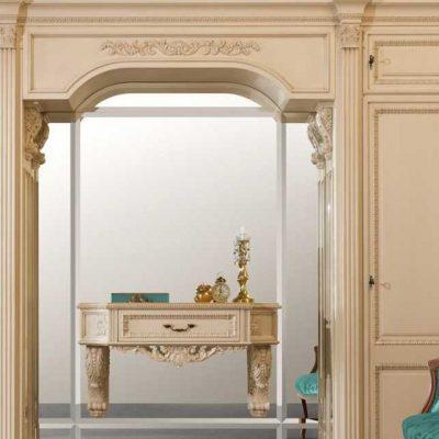 Оформление прихожей в стиле классики дизайнером интерьеров