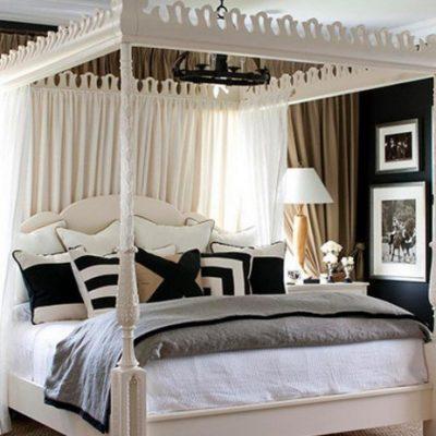 Королевская кровать в спальне американского стиля