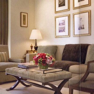 Классическая комната гостиной с мебелью