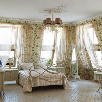 Нежные шторы в спальной комнате в духе прованса на фото