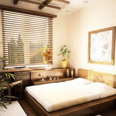 Спальня с окном и картиной