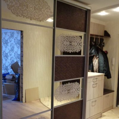 Коричневый шкаф