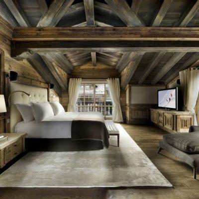 Отделка деревом стен спальни