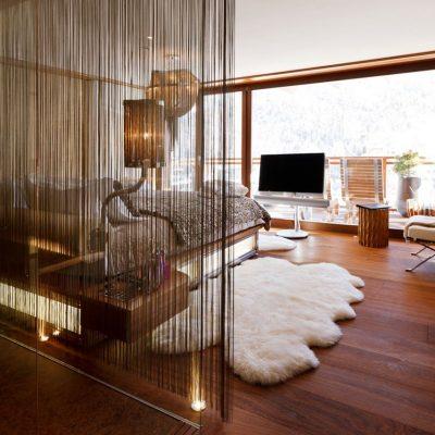Пример спальни в оформлении шале