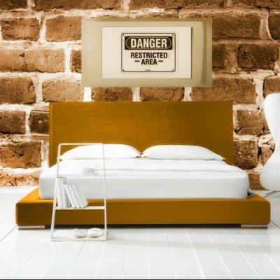 Просторная комната спальни интерьера дизайнерским вкусом