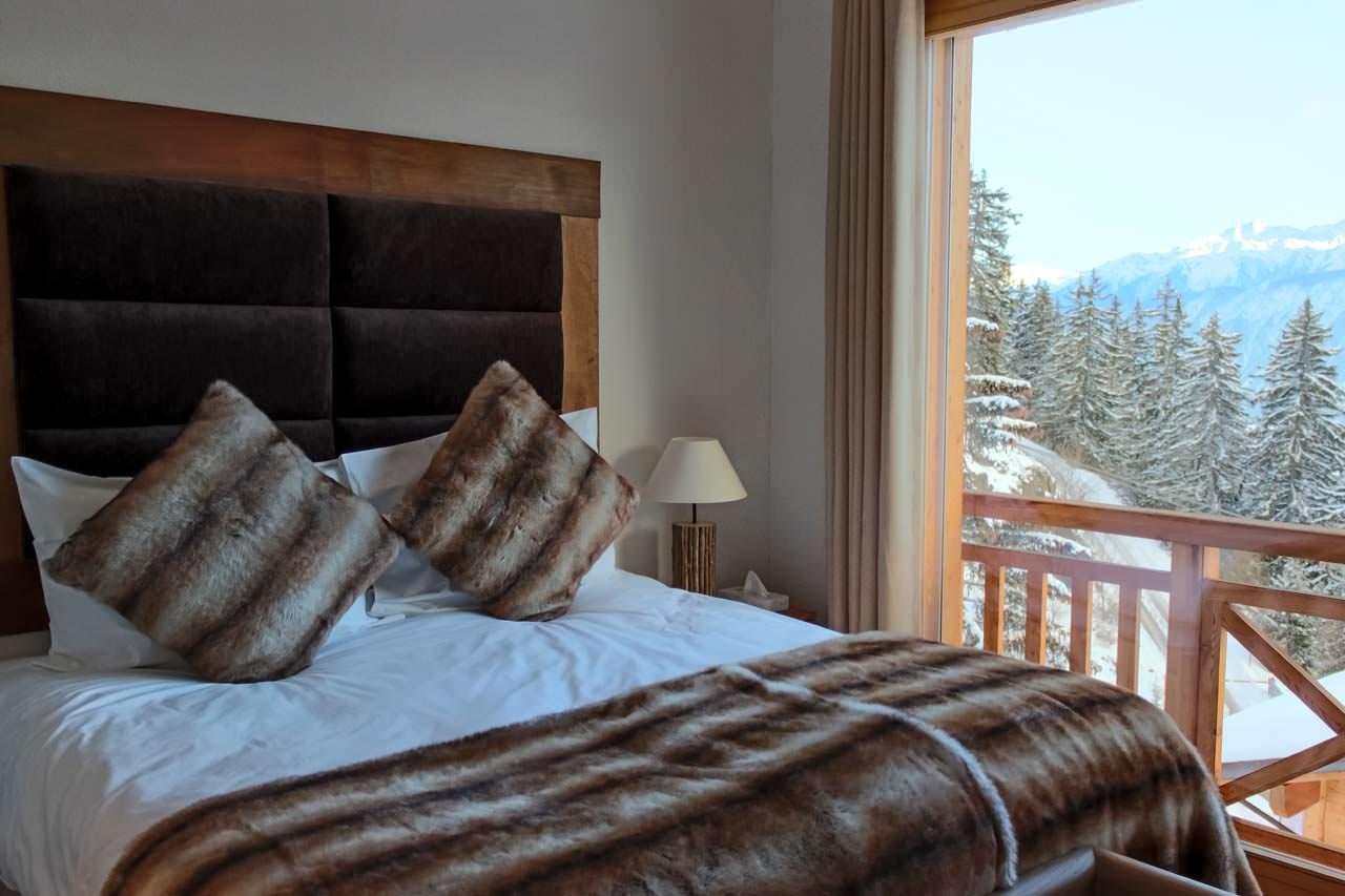 Пример спальни в оформлении шале стиля
