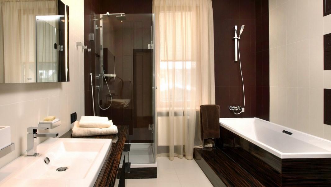 навесная раковина в интерьере ванной комнаты