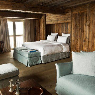 Просторная спальня шале стиля