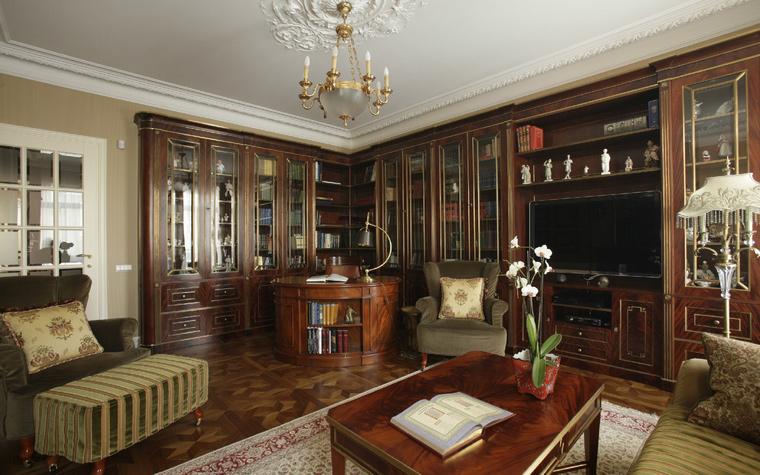 Огромный кабинет на фото
