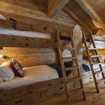 Отделка потолка спальни в стиле