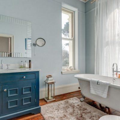 Ковер в интерьере ванной