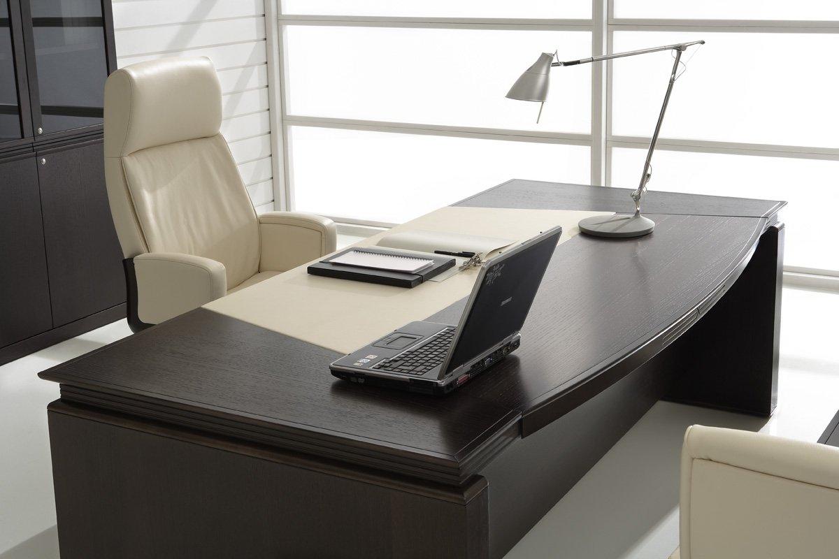 Уютная мебель в кабинете руководителя