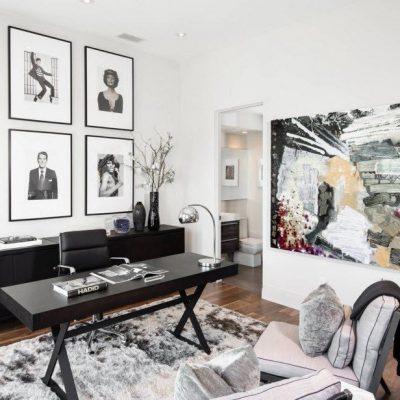 Интерьер кабинета с современной мебелью