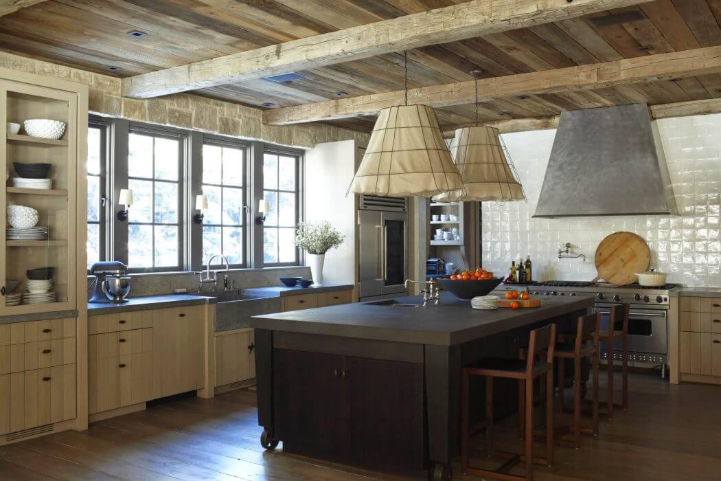 При выборе вытяжки на кухню в стиле шале стоит обраить внимание на купольный тип, такой вариант наиболее органично впишется в стилистику помещения