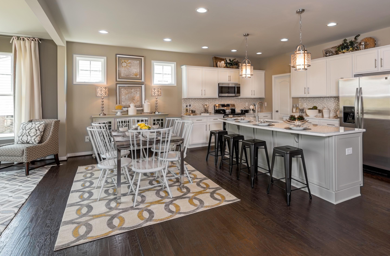 Чтобы увеличить площадь кухни, ее можно совместить с гостиной