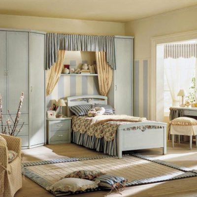 Прованс стиль обоев в интерьере спальной комнаты на фото