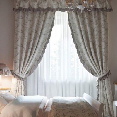 Королевское шебби в спальной