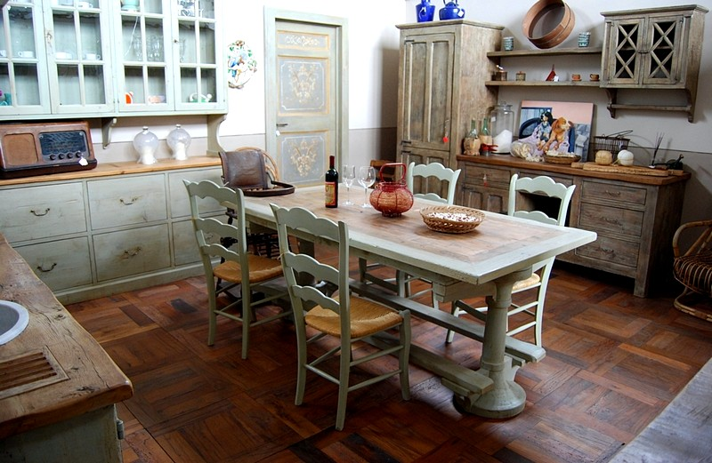 стулья на кухне в стиле прованс